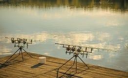Equipamentos de pesca na vagem no cais de madeira fotos de stock royalty free
