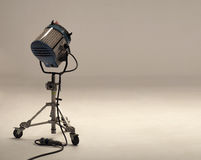 Equipamentos grandes da luz do estúdio para o filme Fotos de Stock Royalty Free
