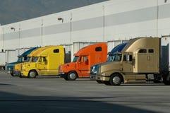 Equipamentos grandes na doca de carregamento do armazém Imagem de Stock Royalty Free