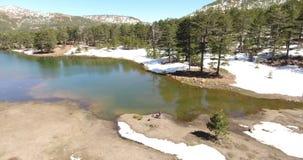 Equipamentos prepairing do fotógrafo na paisagem nevado vídeos de arquivo
