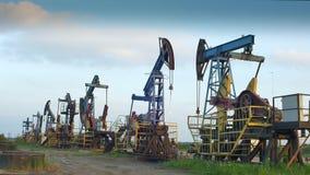 Equipamentos produtores de óleo na perspectiva vídeos de arquivo