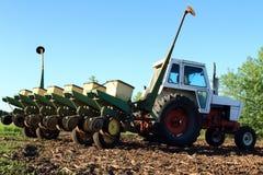 Equipamiento agrícola listo para plantar Imagen de archivo