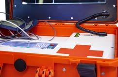 Equipamiento médico portátil del color rojo para ECG con el monitor Foto de archivo