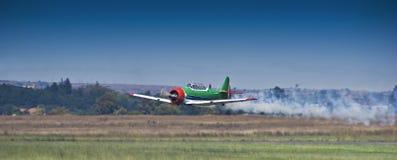 Equipe Aerobatic de Harvard, fumo sobre, demonstração aérea Fotografia de Stock