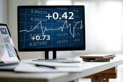equipe a analítica do negócio e finanças e accou financeiros do negócio fotografia de stock