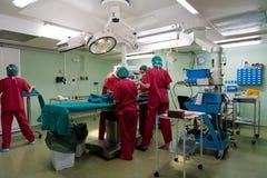 Equipe anestésica que prepara o paciente pequeno Imagem de Stock Royalty Free