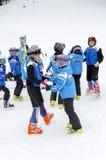 Equipe búlgara da escola do esqui do formulário das crianças Imagem de Stock