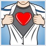 Equipe a camisa da abertura a mostrar o símbolo do coração Foto de Stock Royalty Free