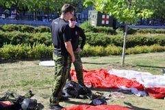 Equipe canadense do paraquedas das forças Imagem de Stock Royalty Free