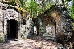 Equipe a caverna feita Klacelka perto de Libechov, República Checa do arenito Imagem de Stock