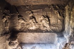 Equipe a caverna feita Klacelka perto de Libechov, República Checa do arenito Fotos de Stock Royalty Free