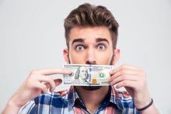 Equipe a coberta de sua boca com a conta do dólar dos EUA Fotografia de Stock Royalty Free