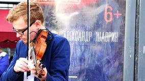 Equipe com o virtuoso dos vidros que joga o violino na rua filme