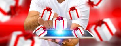 Equipe a comemoração do Natal que guarda o presente em sua mão Imagem de Stock
