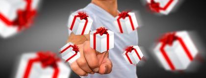 Equipe a comemoração do Natal que guarda o presente em sua mão Fotografia de Stock Royalty Free