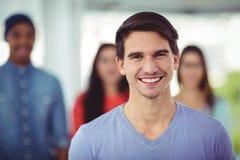 Equipe criativa nova que sorri na câmera fotos de stock royalty free