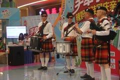 Equipe da exposição das gaitas de fole no SHENZHEN Tai Koo Shing Commercial Center Fotos de Stock Royalty Free