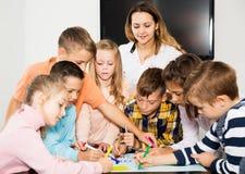 Equipe da tiragem elementar das crianças da idade Imagens de Stock Royalty Free
