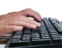 Equipe a dactilografia no teclado foto de stock