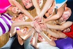 Equipe de esporte com bom espírito que ganha o jogo Foto de Stock Royalty Free