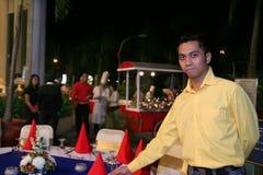 Equipe de funcionários ou empregado de mesa ao ar livre do restaurante Fotos de Stock