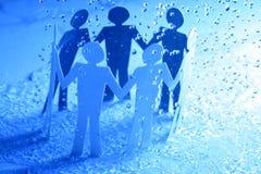 Equipe de papel sob a chuva Fotos de Stock Royalty Free