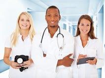Equipe de profissionais médicos novos Fotografia de Stock Royalty Free