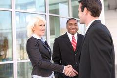 Equipe diversa do negócio que agita as mãos Imagem de Stock Royalty Free