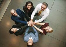 Equipe diversa do negócio que mostra a unidade imagem de stock royalty free