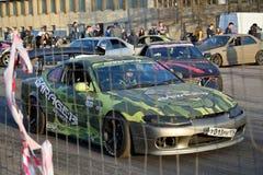Equipe do carro de esportes Garage-13 no início da sprint da reunião no th foto de stock royalty free