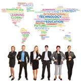 Equipe do mundo do negócio com nuvem da etiqueta foto de stock royalty free