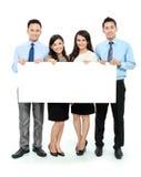 Equipe do negócio com o cartão vazio grande Fotografia de Stock Royalty Free