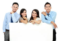 Equipe do negócio com o cartão vazio grande Foto de Stock Royalty Free