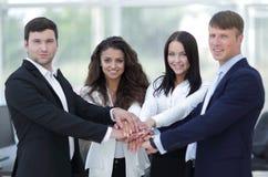 Equipe do negócio a cooperar no trabalho na empresa imagens de stock