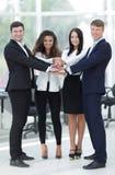 Equipe do negócio a cooperar no trabalho na empresa foto de stock