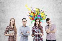 Equipe do negócio e ícones brilhantes das ideias Imagens de Stock