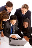 Equipe do negócio em um portátil Fotografia de Stock Royalty Free