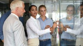 Equipe do negócio em uma reunião filme
