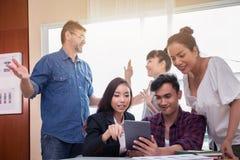 Equipe do negócio em uma reunião para bem sucedido imagem de stock