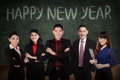 Equipe do negócio na frente da escrita 2016 do ano novo feliz fotos de stock