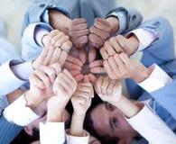 Equipe do negócio no assoalho em um círculo com polegares acima Fotografia de Stock Royalty Free
