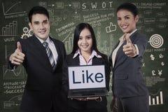 Equipe do negócio que mostra os polegares acima Fotos de Stock Royalty Free