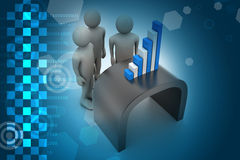 Equipe do negócio que olha o gráfico financeiro Foto de Stock Royalty Free