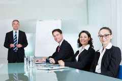 Equipe do negócio que realiza uma reunião Imagem de Stock Royalty Free