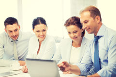 Equipe do negócio que tem a discussão no escritório Foto de Stock