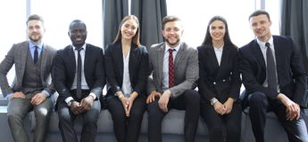 Equipe do negócio que tem a reunião no escritório fotos de stock royalty free