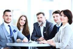 Equipe do negócio que tem a reunião no escritório Imagem de Stock