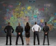 Equipe do negócio que tira um projeto novo imagem de stock