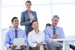 equipe do negócio que toma uma nota durante uma reunião Fotos de Stock