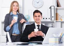 Equipe do negócio que trabalha com computador imagem de stock
